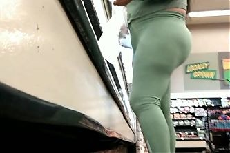 Thick ass MILF Latina in sPandex outfit.