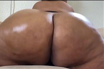 Exclusive content – fat ass BBW milf shaking ass