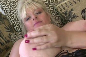 hardcore massage curvy mature aunt fucks her hungry old cunt
